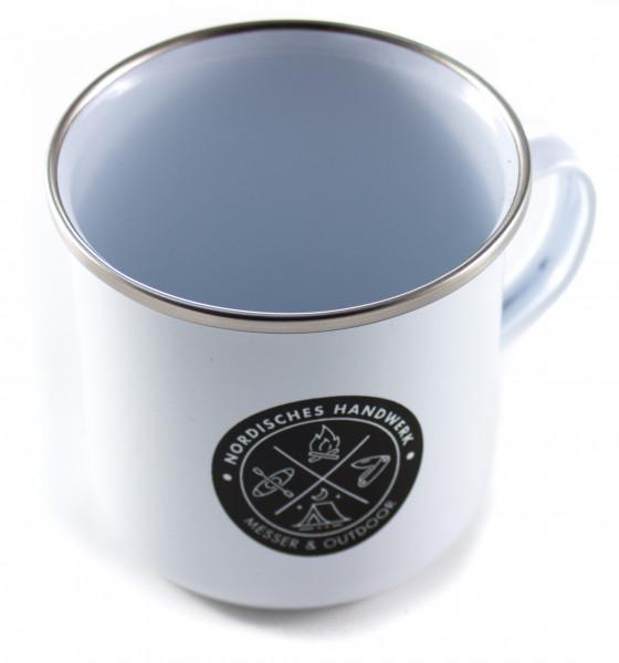 Emaille Tasse weiß, Nordisches Handwerk
